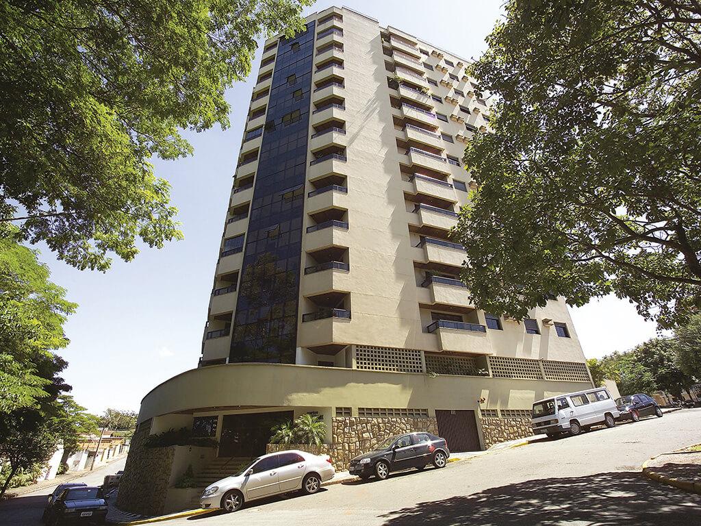 Cartão postal da cidade, possui 24 apartamentos de 4 dormitórios de alto padrão 6.916 m² de área construída.