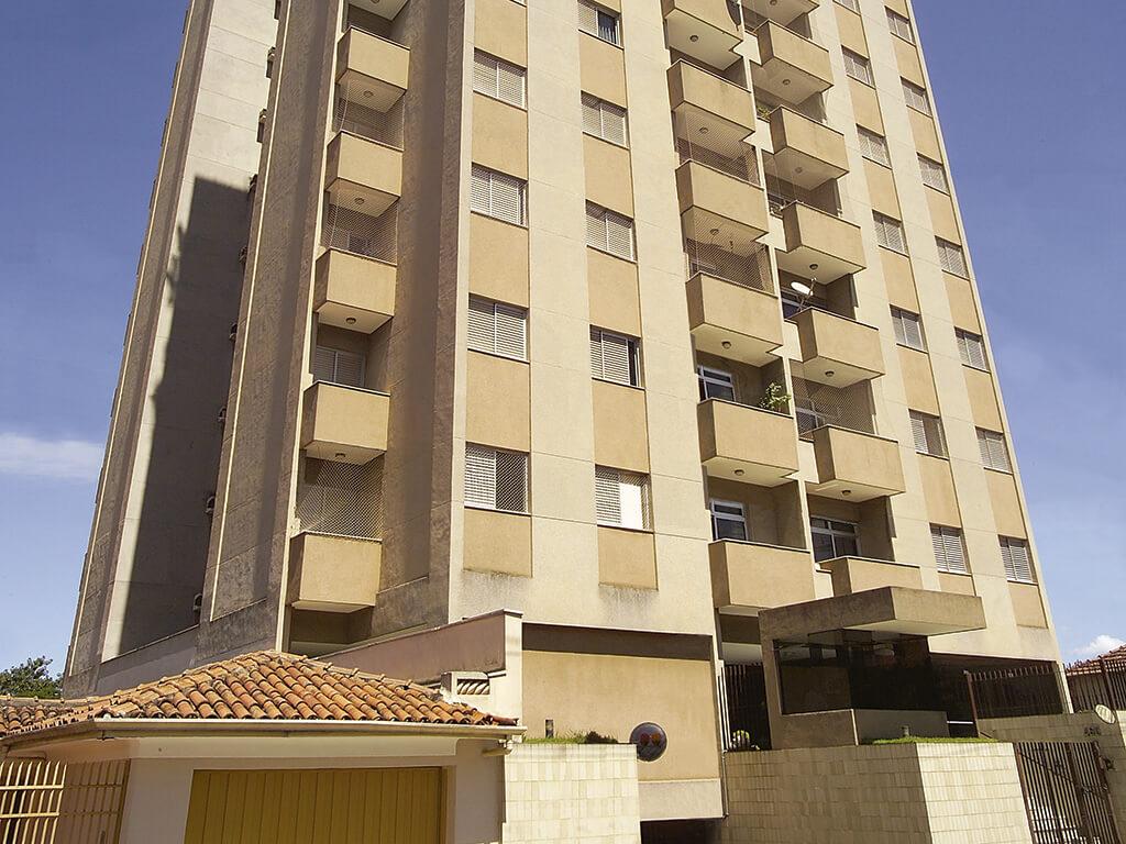 7.750 m² de área construída em 11 andares com 44 apartamentos de 3 dormitórios.