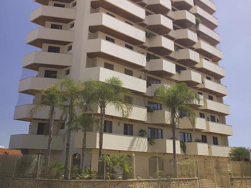 7.797 m² de área construída. 14 andares, 28 apartamentos de 3 dormitórios.