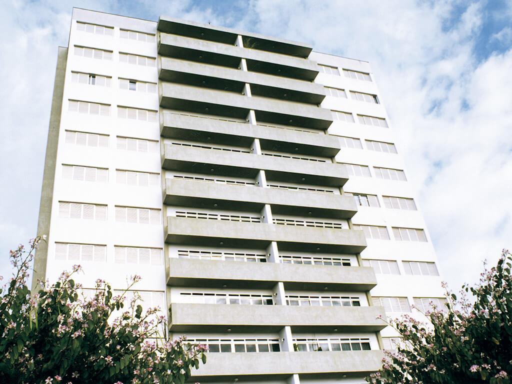 4.942 m² de área construída em 12 andares com 24 apartamentos de 3 dormitórios.