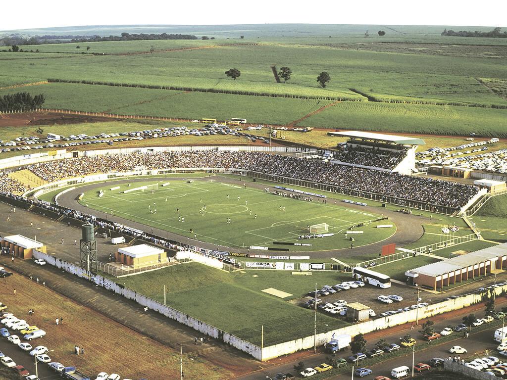 Com capacidade para 18.000 pessoas, o estádio foi executado, inclusive com fechamento de muro com placas pré-moldadas da CCA, em apenas 4 meses.
