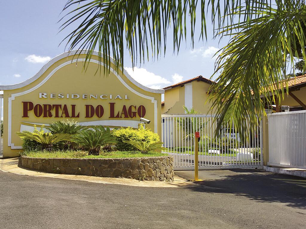 Condomínio fechado com 64 casas de 3 dormitórios, implantado em área de 33.218m², com 6.250m² de área construída. Sucesso de vendas, tornando-se referência na região.