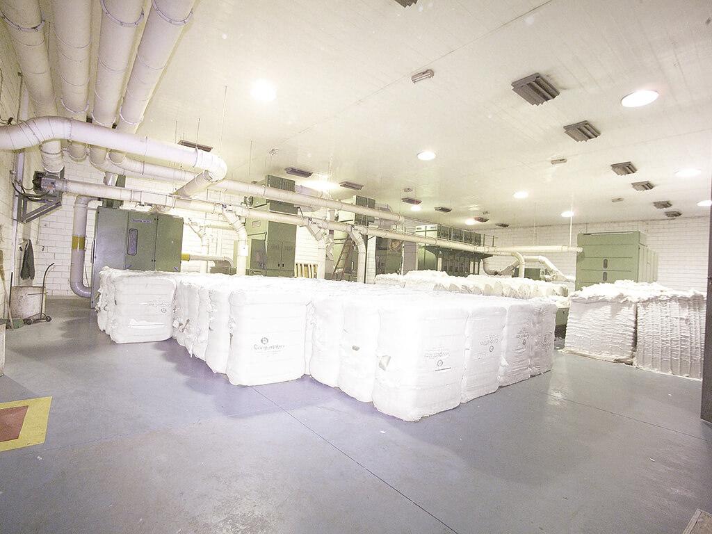 Edifício climatizado para abrigar a produção totalmente automatizada.