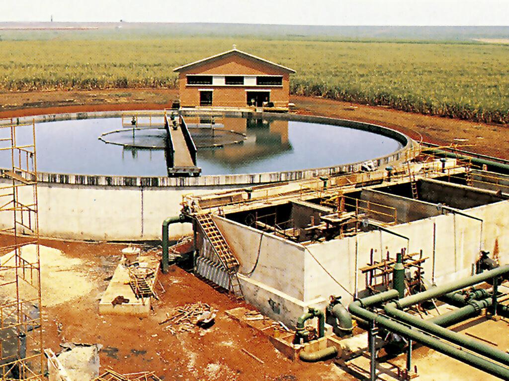 Estação de tratamento de água. Tanque de decantação. Diâmetro de 44m. 1.200 m³ de concreto. Capacidade de 7.500.000 L/h.