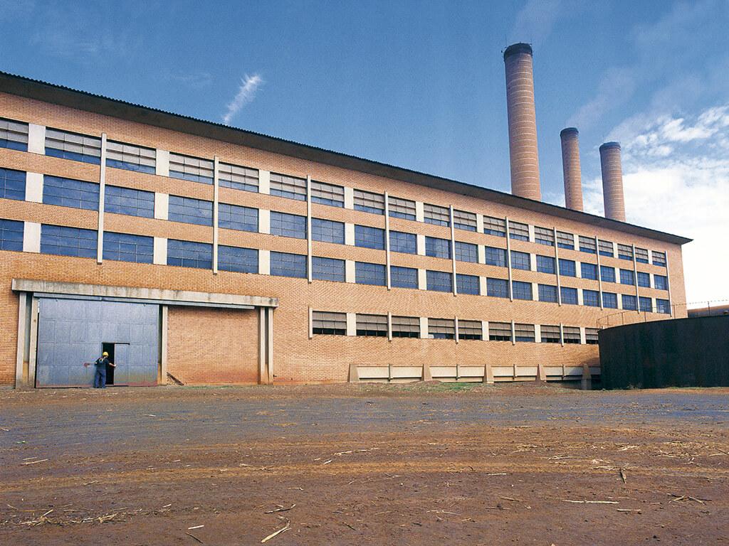 Prédio das Moendas. 1.936 m³ de concreto, 1.518 m² de área construída. Execução em prazo de 6 meses.
