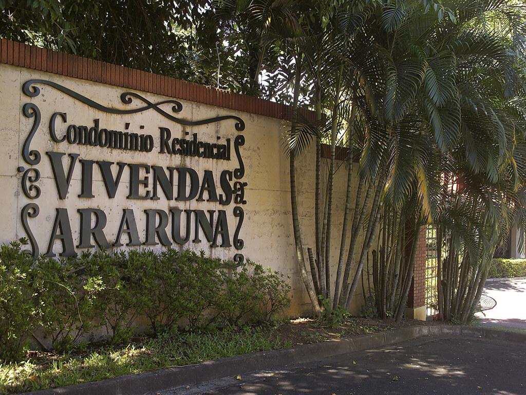 Condomínio de alto padrão, implantado em área de 20.300 m². Planejamento, construção e incorporação da CCA.