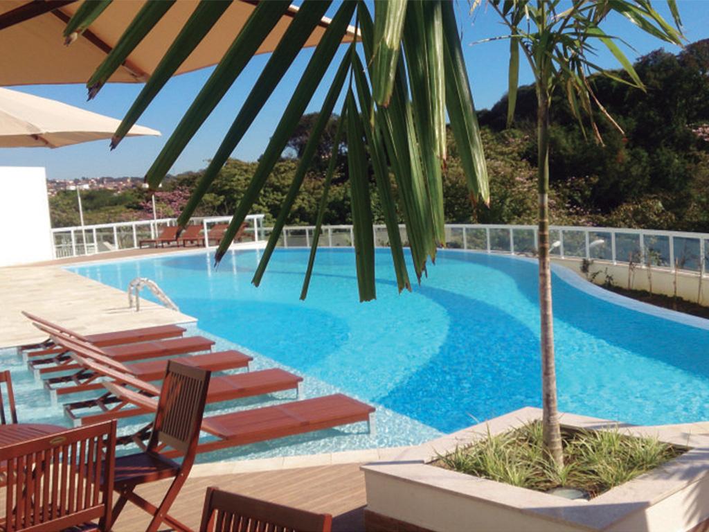 A espetacular piscina com borda infinita é garantia de relaxamento e puro prazer.